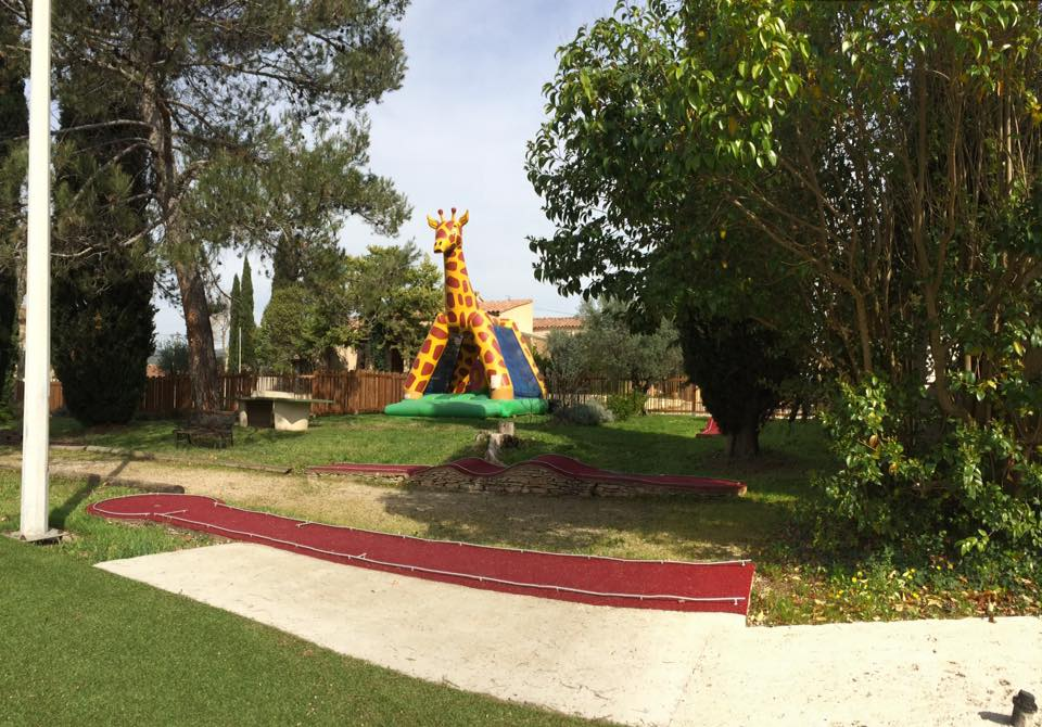 Inflatable giraffe and mini-golf
